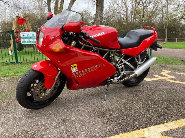 1993 Ducati 900SS Red 1