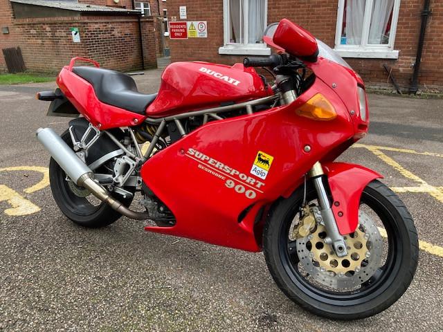 1993 Ducati 900SS Red 0