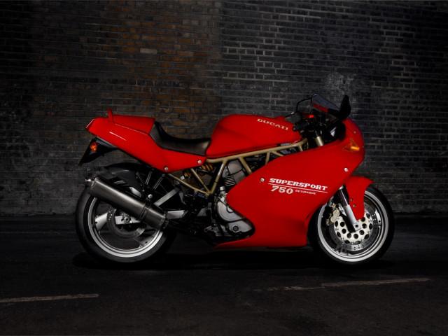 Ducati 750 supersport 3