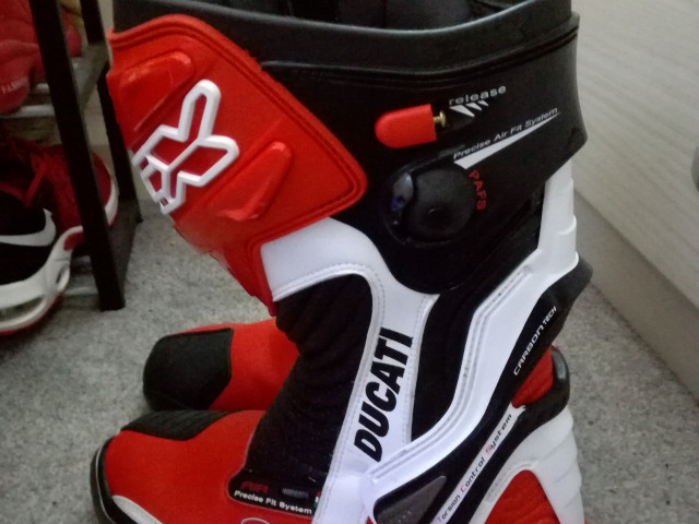 Ducati TCX racing boots brand new size 9 CE approved. 0