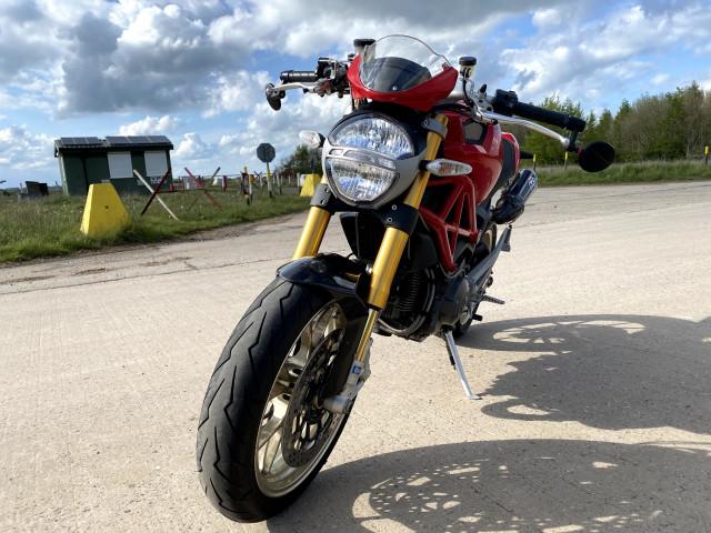 2010 - DUCATI MONSTER 1100 M1100 S - FULL HISTORY - ONLY 7K MILES - RED 1