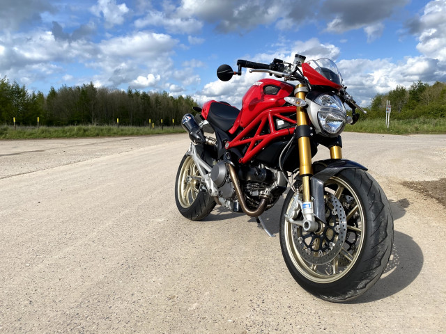 2010 - DUCATI MONSTER 1100 M1100 S - FULL HISTORY - ONLY 7K MILES - RED 0
