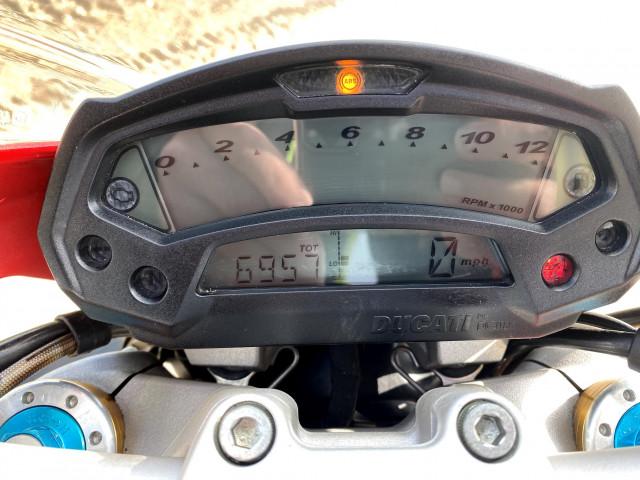 2010 - DUCATI MONSTER 1100 M1100 S - FULL HISTORY - ONLY 7K MILES - RED 4