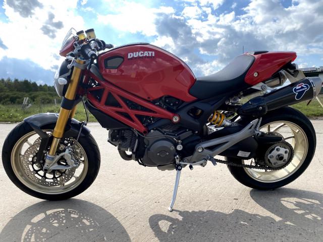 2010 - DUCATI MONSTER 1100 M1100 S - FULL HISTORY - ONLY 7K MILES - RED 5