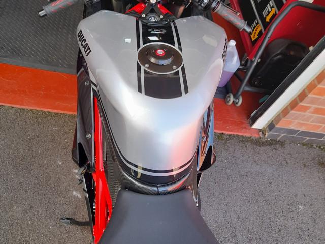 Ducati 848  3