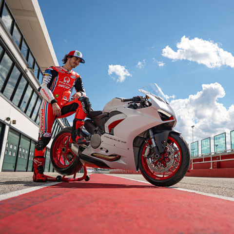 """The Red Essence. In white"": new livery for the Ducati Panigale V2"