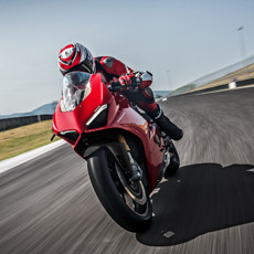 Panigale V4 S named 2018 MCN bike of the year and sportsbike of the year